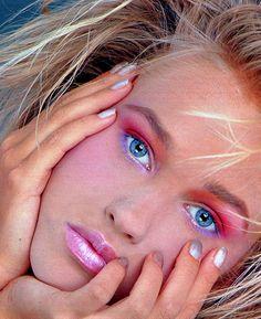 1980 Makeup, 80s Makeup Looks, Retro Makeup, Vintage Makeup, Blue Makeup, Vintage Ads, Vintage Clothing, Makeup Inspo, Beauty Makeup