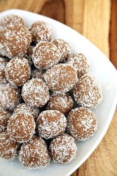 Pin for Later: 11 Healthy Protein Balls to Snack On Between Meals Coconut-Covered Chocolate Protein Balls Get the recipe here: Coconut-Covered Chocolate Protein Balls Healthy Protein Snacks, Protein Desserts, Protein Bites, Healthy Treats, Healthy Desserts, Healthy Cooking, Healthy Eating, Clean Eating, Protein Recipes
