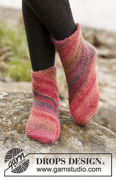 Red Sand by DROPS Design. Cute socks! Free #knitting Pattern