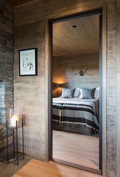 Alt er mulig med paneler i tre Scandinavian Cabin, Chalet Interior, Log Home Interiors, Barn Renovation, Log Home Decorating, Cozy Cabin, Lofts, Log Homes, House Floor Plans