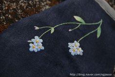"""왜지치 야생화자수 주방장갑 왜지치 야생화자수입니다. 왜지치는 지치과의 작은 꽃입니다.지치에 접두사 """"..."""