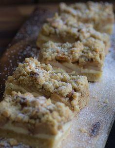 So ein Apfel-Cheesecake mit Walnuss-Streuseln ist schon sensationell, aber wenn man dann noch einen Klecks Karamellsauce daraufmacht.....