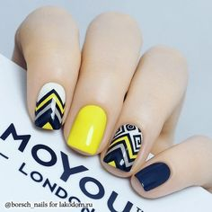 Top 150 ideas for Yellow Nail art designs - Reny styles Yellow Nails Design, Yellow Nail Art, Red Sparkly Nails, Blue Nails, Stylish Nails, Trendy Nails, Short Nail Designs, Nail Art Designs, Nail Deco