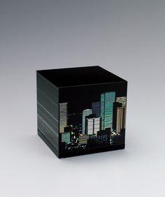 彩切貝蒔絵箱 みよしかがり 蒔絵という日本独自に発達した漆芸の技法を用いている。細い筆で絵を描きそれが固まる前に金粉を蒔くことから蒔絵というそう。