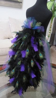Halloween costumes for girls - Peacock costume. Best one I've seen! LOOK! if you havnt made already! Cute Costumes, Halloween Costumes For Girls, Halloween Crafts, Halloween Party, Halloween Decorations, Costume Ideas, Peacock Halloween, Creative Costumes, Costume Halloween