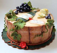 Wine and Grape Cake Birthday Cake Wine, Themed Birthday Cakes, Themed Cakes, Crazy Cakes, Wine Theme Cakes, Wine Cakes, Unique Cakes, Creative Cakes, Alcohol Cake