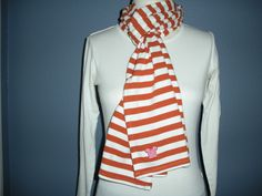 Orange and white striped scarf Look Chic, Blazer, Orange, Style Ideas, Sweaters, Jackets, Clothes, Outfits, Dark
