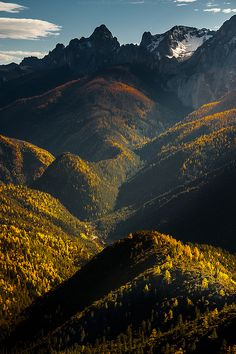 travelingcolors:  Autumn Valley | China(by CoolbieRe)
