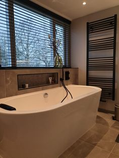 Serene Bathroom, Bathroom Inspo, Spa Like Bathroom, Beautiful Bathrooms, Small Bathroom, Minimal House Design, Classic House Design, Bathroom Design Inspiration, Bathroom Interior Design