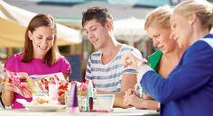 Se entiende por Venta Directa la comercialización fuera de un establecimiento mercantil de bienes y servicios directamente al consumidor, mediante