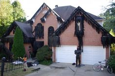 Distressing My House - This person describes how he makes and hangs black garland for his home on Halloween Forum