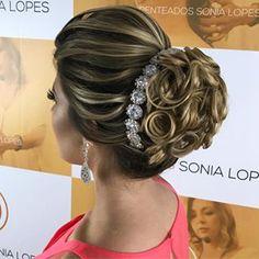 Discover penteadossonialopes's Instagram Inspirem-se! Próximo Master em Penteados em São Paulo dias 21 e 22 de Agosto.  Inscrições abertas ☺️ #PenteadosSoniaLopes ✨ . . . sonialopes #cabelo #penteado  #noiva #noivas #madrinha #casamento #hair #hairstyles #hairstyle #weddinghair #wedding #inspiration #instabeauty #beauty #makeup #braids #braidideas #cabeleireiros #curl #curls #penteados #noivassp #noivassalvador #haircut #hairdo #hairstyling #hairideas #peinado…