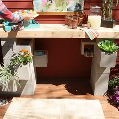 This DIY bar is made from concrete blocks, so it won't put a huge dent in your wallet and it will stand up to strong winds and dreary weather. decor diy videos How to Build an Outdoor Bar from Concrete Blocks Bar Patio, Patio Diy, Outdoor Bar Table, Outdoor Kitchen Bars, Backyard Bar, Outdoor Bars, Concrete Backyard, Deck Bar, Budget Patio