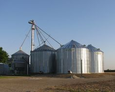 More @sukupmfg grain bins popping up in Ontario this week. Great job by our Devolder Farms building crews!  #ontag
