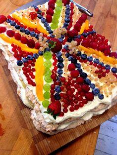 tort makaronikowy jako owocowa flaga