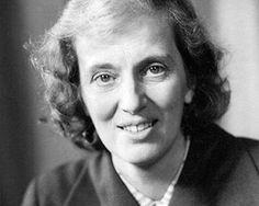 Dorothy Crowfoot Hodgkin: Nacida en El Cairo en 1910, recibió el Nobel de Química por su estudio de las moléculas de penicilina, insulina y vitamina B12 a través de la cristalografía, sustancias de interés en el diseño de tratamientos para diversas enfermedades. Se convirtió con ello en la tercera mujer en conseguir este galardón después de Marie Curie e Irene Joliot-Curie, hija de la primera.