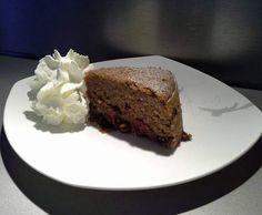 Saftiger Rotweinkuchen mit Kirschen, Haselnüssen und Schokolade - VAROMA KUCHEN by bjoernilein2000 on www.rezeptwelt.de
