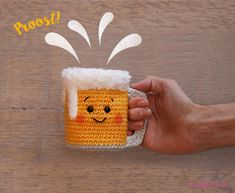 Crochet beer mug - free instructions for Oktoberfest, Annemarie Arts has designed a funny beer mug for Wollplatz, all crochet fans and everyone who likes to celebrate. Paper Crafts For Kids, Diy Paper, Easy Crafts, Crochet Food, Free Crochet, Knit Crochet, Bracelet Crochet, Crochet Keychain, Knitting Patterns