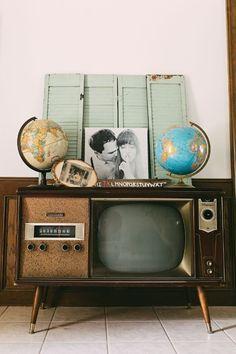 Vintage tv + globes!