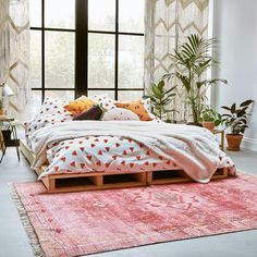 Our dream of having a water(melon) bed is finally a reality • • • #UOHome #UOEurope #UrbanOutfitters