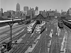 https://flic.kr/p/EUfKvq | ATSF, Chicago, Illinois, 1952 | Santa Fe Railway passenger trains at Chicago's Dearborn Station, as seen from Roosevelt Road on July 20, 1952. Photograph by Wallace W. Abbey, © 2015, Center for Railroad Photography and Art. Abbey-03-044-06