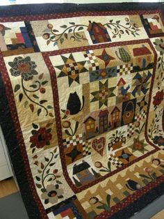 Like the combination of patchwork and applique Colchas Quilting, Quilting Projects, Quilting Designs, Patch Quilt, Applique Quilts, Quilt Blocks, Primitive Quilts, Sampler Quilts, Scrappy Quilts