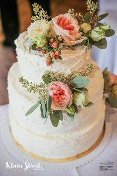 Zahradní a krajinářská architektura, zakázková floristika - Letem květem #svatba #svatbapraha #svatbaceskarepublika #svatebnikvetinypraha #svatebnidekorace #svatebnikytice #korsaz #svatebnidort #weddingflower #weddingbouquets #flowerdecoration #weddingdecoration  #flowerdecoration #yourweddingday #letemkvetem Cake, Desserts, Tailgate Desserts, Deserts, Kuchen, Postres, Dessert, Torte, Cookies