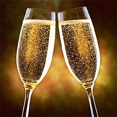 Le champagne est un vin du Champagne. Est un vin effervescent. Champagne Toast, Champagne Glasses, Cru Wine, Wedding Toasts, In Vino Veritas, Party Accessories, Happy New Year, Just In Case, Fantasy Art