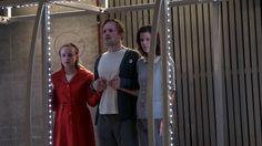 """Schauspielhaus Zürich: """"Das Gelübde"""" von Dominik Busch (Regie Lily Sykes)  Ich habe dieses Stück geschrieben weil es viele Dinge gibt die ich nicht verstehe. Zum Beispiel: Was ist das ein Versprechen? Ist das so klar? Und ist ein Versprechen für mich nur dann bindend wenn ich es freiwillig gebe? Kann mir ein Versprechen nicht auch zustossen und selbst dann muss ich mich daran halten? Aber warum sollte ich das tun müssen wenn ich nicht religiös bin? Statt mich mit Pragmatismus und Ironie…"""