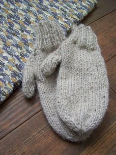 Little things... (tuto) Crochet Mittens, Knitted Gloves, Knit Or Crochet, Fingerless Gloves, Tricot Baby, Little Boys, Arm Warmers, Stitch, Sewing