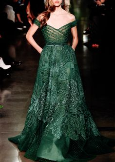 What Margaery would wear, Elie Saab.Change the color to fit the wedding theme.Ask for fabric suggestions within your budget. Ellie Saab, Event Dresses, Prom Dresses, Haute Couture Looks, Tom Ford, Versace, Lakme Fashion Week, Costume, Simple Dresses