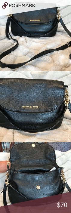 45a0a0295dc1 Shop Women s Michael Kors Black size long by debth Shoulder Bags at a discounted  price at Poshmark. Description  Shoulder and schatel bag.
