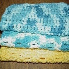 Free Crochet Patterns for Beginners/ learn to crochet scarf, rug, pot holder, granny square, a rose - also videos to help. Crochet Double, Crochet Simple, Free Crochet, Crochet Baby, Beginner Crochet, Simple Knitting, Finger Crochet, Crochet Fabric, Crochet Socks