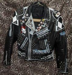 piping in white is good Bad Fashion, Anti Fashion, Punk Fashion, Leather Fashion, Punk Outfits, Cool Outfits, Summer Outfits, Biker Leather, Leather Jackets