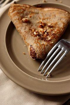 Crêpes à la farine de châtaigne, pâte à tartiner et croquant aux noisettes