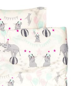 Duvet cover set in cotton fabric with a printed pattern. One pillowcase. Thread count 144.