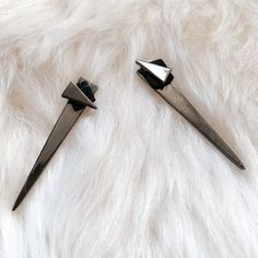 @curatedcool really knows how to rock the Janesko Wingspan Long Double Earrings! #blog #influencer #janesko #earrings #jewelry #modern #madeintheusa