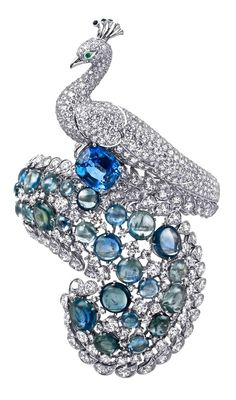 Cartier's wild menagerie of jewels roars to life just in time for Christmas. Pawing the way for Cartier's collection of nature-inspired jewels is Jeanne Toussaint's beloved panth… Peacock Jewelry, Bird Jewelry, Animal Jewelry, Jewelry Box, Jewelry Accessories, Vintage Jewelry, Jewelry Design, Peacock Ring, Accessories Online