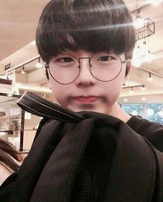 any one know who this ulzzang is ? Korean Boys Ulzzang, Cute Korean Boys, Ulzzang Couple, Korean Men, Asian Boys, Ulzzang Girl, Korean Girl, Ullzang Boys, Hot Boys
