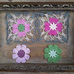 Have a lovely day! 💕🌸🍃💟 #crochet #haken #crochetaddict #haakverslaafd #hekle #virka #virkning #häkeln #crochê #croché #ganchillo #uncinetto #handmade #mormorsrutor #craftastherapy #instacrochet #crochetersofinstagram #örgü #diy #yarn #yarnaddict #scheepjes #scheepjescatona