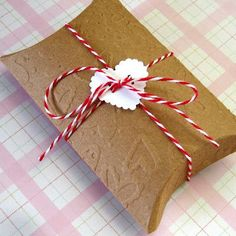 30 DIY Gift Wrapping Examples for Valentine's Day Valentines Day Presents, Vintage Valentines, Valentine Crafts, Valentine Ideas, Creative Gift Wrapping, Creative Gifts, Wrapping Ideas, Displays, Valentine's Day Printables