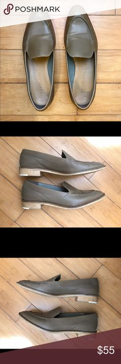 Everlane Modern Loafer Size 8 Size is actually 8.5 but these run half a size small and kind of narrow. Color is Olive. Everlane Shoes Flats & Loafers