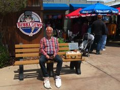 """Bubbas Gump Shrimp Company, Monterey Californien 2015  Torsten som forrest Gump: """"There's an awful lot you can tell about a person by their shoes"""""""