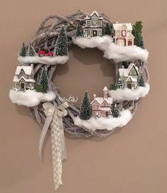 Magam sem tudom már, hogy az elmúlt évek alatt hányféle ünnepváró ajtódekorációt készítettem. Volt amikor nagyobbacska dekor sílécek voltak az ajtóra akasztva, vagy kicsi ajándékcsomag szép nagy masnival, de többféle koszorú vagy szalaggal felkötött nagyobbacska toboz is lógott már az akasztón. Az idei dekorációs ötletem is megvan már, majd idejében el is árulom milyen ésRead more Christmas Decorations Diy For Kids, Christmas Door Decorating Contest, Christmas Craft Fair, Christmas Craft Projects, Christmas Love, Holiday Crafts, Christmas Wreaths, Holiday Fun, Christmas Ornaments