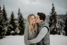 Winter Engagement Pictures, Engagement Photo Poses, Photography Photos, Couple Photography, Bridal Photography, Photo Poses For Couples, Cute Couple Drawings, Couple Outfits, Couple Shoot