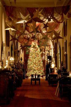http://beautynotseen.tumblr.com/  Such a beautiful Christmas tree. <3