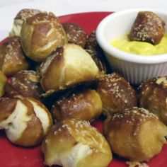 Homemade Soft Pretzels – Simple Living Homemade Soft Pretzels Every year my husband and I have an Oktoberfest party. These little pretzel nuggets are a HUGE hit! Oktoberfest Party, Homemade Soft Pretzels, Pretzels Recipe, Homemade Food, Little Lunch, Good Food, Yummy Food, Yummy Yummy, Yummy Treats
