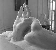 Hands of lovers - Rodin For the record, during the period when Camille Claudel worked in Rodin's studio, she realized the hands (or at least some) of his sculptures. Auguste Rodin, Musée Rodin, Camille Claudel, Famous Artists, Great Artists, Grand Art, French Sculptor, Art Sculpture, Art Object