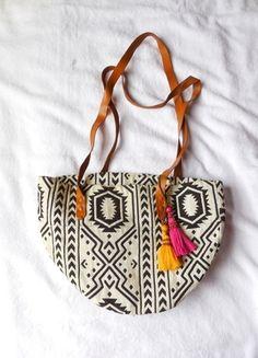 A vendre sur #vinted ! http://www.vinted.fr/femme/autres-sacs/15696804-sac-a-main-motif-azteque