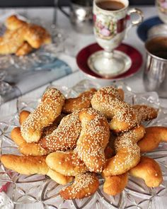 Our parents make so many types of koulourakia (Greek for cookies that are great for dunking into coffee or milk) that it is almost hard to keep track of them all. To help differentiate one koulour… Greek Sweets, Greek Desserts, Greek Recipes, Lebanese Recipes, Greek Cookies, Greek Easter, Biscuits, Freshly Squeezed Orange Juice, Greek Dishes